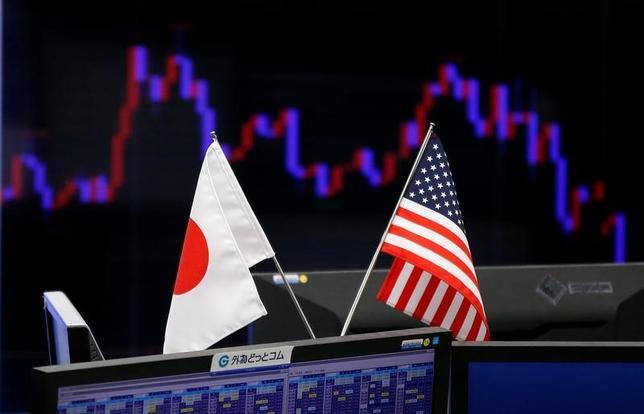 2月3日、午後3時のドル/円は、前日ニューヨーク市場午後5時時点と比べ、ドル高/円安の113円付近だった。午後は、日銀が「指し値オペ」を通告したことで日米金利差縮小の思惑が後退。ドルは112円半ばから113円前半に急騰した。写真は都内で1月撮影(2017年 ロイター/Toru Hanai )