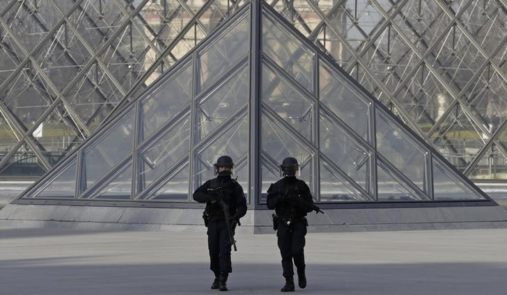 French police secure the site near the Louvre Pyramid in Paris, France, February 3, 2017 after a French soldier shot and wounded a man armed with a machete and carrying two bags on his back as he tried to enter the Paris Louvre museum. REUTERS/Christian Hartmann