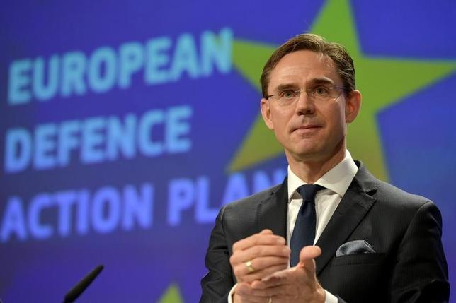 2月6日、欧州連合(EU)欧州委員会のカタイネン副委員長(写真)は、米国との自由貿易協定(FTA)である環大西洋貿易投資協定(TTIP)について、交渉継続は可能だとの考えを示した。写真はブリュッセルで昨年11月撮影(2017年 ロイター/Eric Vidal)