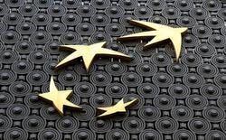 BNP Paribas a annoncé mardi un bénéfice net annuel en hausse de 15% et dévoilé les objectifs de son plan stratégique 2020, qui promet, malgré des taux d'intérêt encore très bas, une hausse continue du dividende et des profits grâce à de nouvelles économies et à la digitalisation de ses métiers. /Photo prise le 6 février 2017/REUTERS/Jacky Naegelen