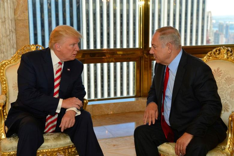 FILE PHOTO: Israeli Prime Minister Benjamin Netanyahu (R) speaks to Republican U.S. presidential candidate Donald Trump during their meeting in New York, September 25, 2016. Kobi Gideon/Government Press Office (GPO)/Handout via REUTERS/File Photo