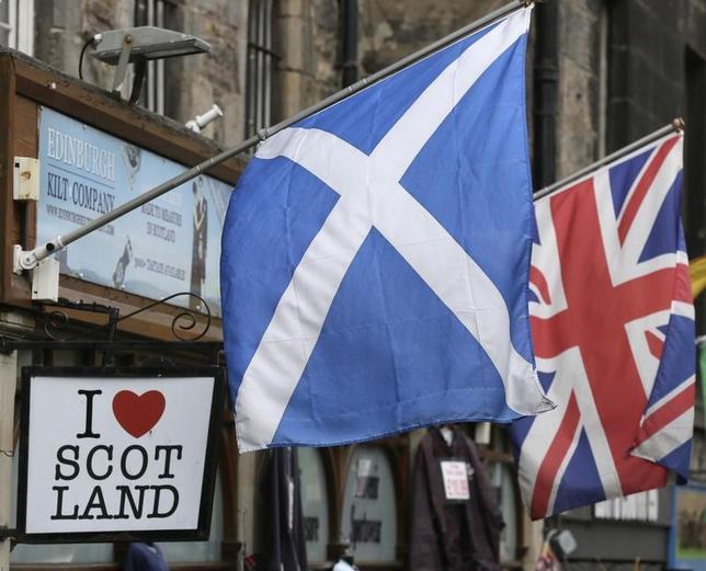 2月8日、スコットランド紙「ヘラルド」によると、英調査機関BMGが実施した調査で、スコットランドの英国からの独立への支持が49%となり、前回の調査から上昇した。写真は英エジンバラで2014年9月撮影(2017年 ロイター/Paul Hackett)