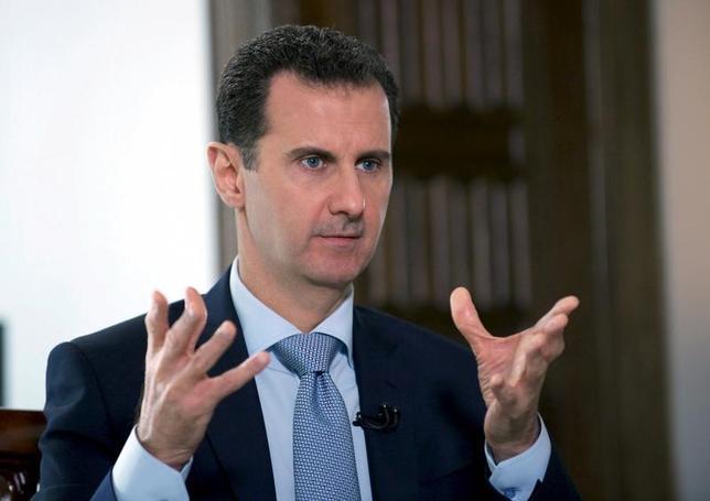 2月8日、シリアのアサド大統領(写真)は、アサド家は46年間にわたりシリアを支配してきたが、一族がシリアを「所有」しているわけではないとし、シリア国民が選挙で他の指導者を選んだ場合には政権から退くと言明した。提供写真(2017年 ロイター/SANA)