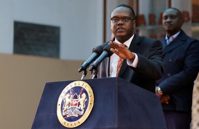 2月7日、ケニア政府は昨年のリオ五輪での組織運営が不適切だったとして解体を命令した五輪委員会について、命令は無効とした裁判所の判決を受け入れる考えを示した。写真はワリオ・スポーツ相。ナイロビで2016年5月撮影(2017年ロイター/Thomas Mukoya)