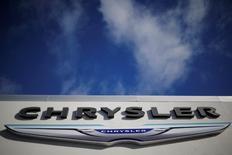 Des tests supplémentaires effectués sur des modèles Fiat Chrysler lors de la principale enquête menée en Italie sur les émissions polluantes n'ont pas révélé la présence de logiciels frauduleux, a déclaré mercredi le ministre italien des Transports. /Photo prise le 25 janvier 2017/REUTERS/Brian Snyder