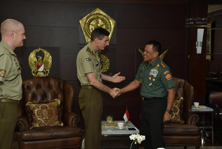 Australia's army chief Lieutenant General Angus Campbell (C) meets with Indonesia's armed forces chief General Gatot Nurmantyo (R) in Jakarta, Indonesia, February 8, 2017. Picture taken February 8, 2017.  Indonesian Military Information Centre/Handout via REUTERS