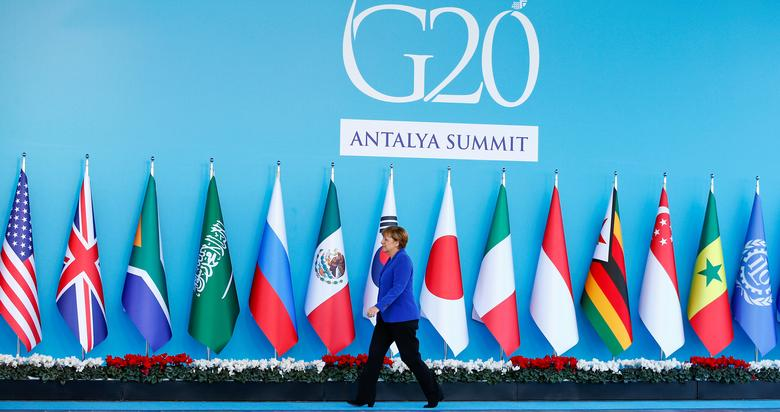 FILE PHOTO: German Chancellor Angela Merkel arrives for a welcoming ceremony during the Group of 20 (G20) leaders summit in the Mediterranean resort city of Antalya, Turkey, November 15, 2015.  REUTERS/Murad Sezer/File Photo