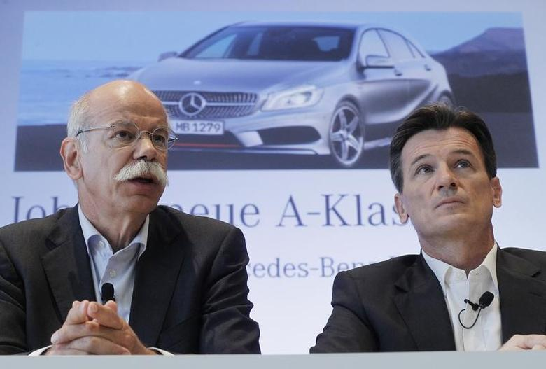 Daimler AG's Chief Executive Officer Dieter Zetsche (L) and executive board member Wolfgang Bernhard attend a news conference at the Mercedes plant in Rastatt July 16, 2012.  REUTERS/Alex Domanski