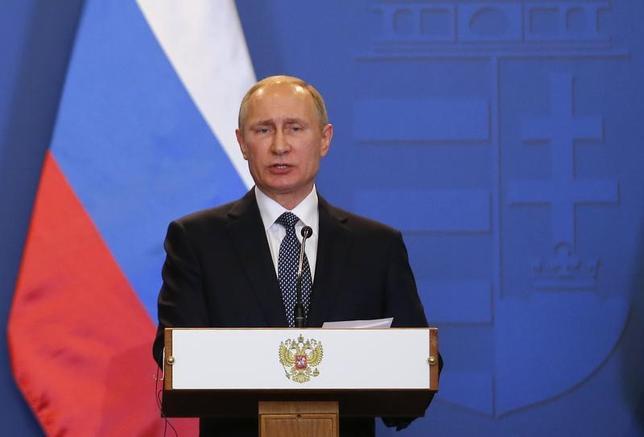 2月9日、イタリアのジェンティローニ首相は、今年の先進7カ国(G7)首脳会議にロシアのプーチン大統領(写真)は招待されていないと述べ、直前で招かれるのではないかとの観測を否定した。ブダペストで2日撮影(2017年 ロイター/Laszlo Balogh)