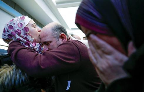 Travelers arrive in U.S. amid immigration ban