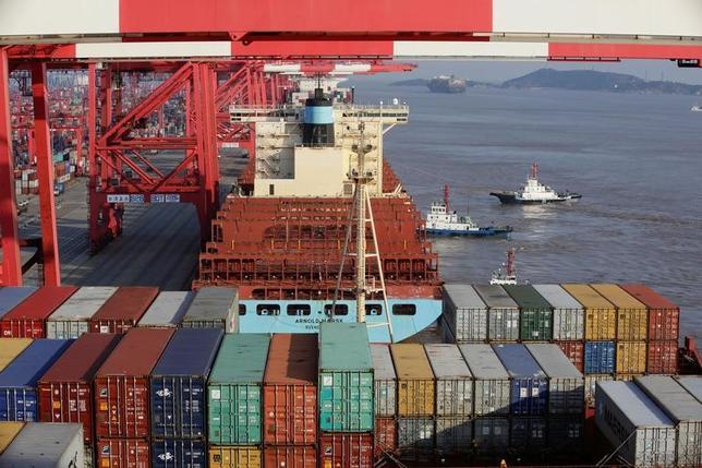2月10日、中国税関総署が公表したデータによると、1月の中国の対米貿易黒字は213億7000万ドルと、昨年12月の217億3000万ドルから縮小した。写真は上海で昨年9月撮影(2017年 ロイター/Aly Song)