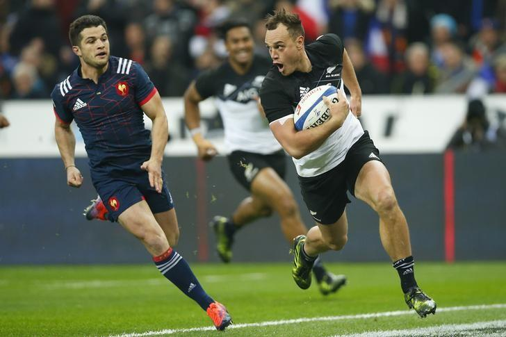 France Rugby - France v New Zealand All Blacks - Stade de France, Saint-Denis near Paris, France, 26/11/2016. New Zealand's Israel Dagg (R) scores a try next to France's Brice Dulin. REUTERS/Gonzalo Fuentes