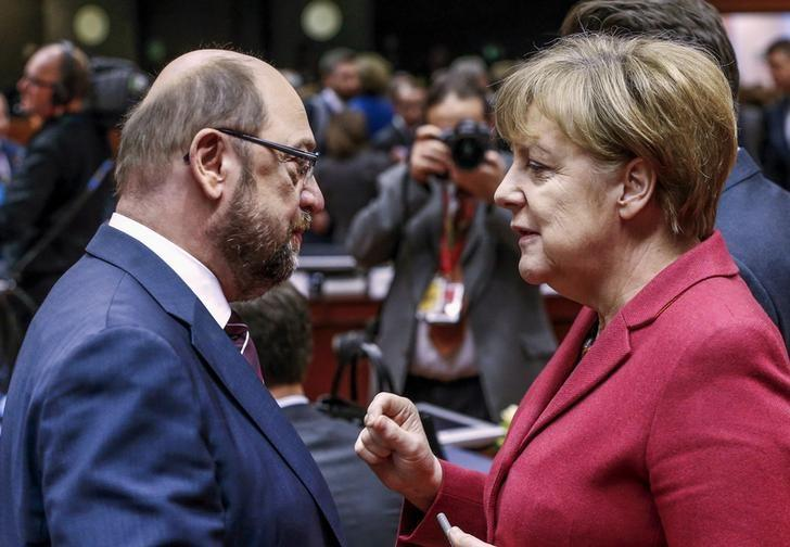 European Parliament President Martin Schulz (L) and German Chancellor Angela Merkel attend a European Union leaders summit in Brussels, Belgium, March 17, 2016. Picture taken on March 17, 2016.  REUTERS/Yves Herman/File Photo