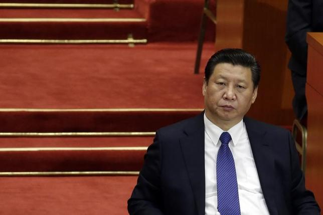 2月14日、中国の習近平国家主席(写真)は、高官らが職権乱用を防ぎ、自制心を強化することが必要だと指摘した。写真は北京で2015年3月撮影(2017年 ロイター/Jason Lee)