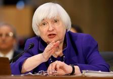 La Réserve fédérale devra sans doute relever les taux d'intérêt lors d'une de ses réunions de politique monétaire à venir, a déclaré mardi sa présidente, Janet Yellen. /Photo 14 février 2017/REUTERS/Joshua Roberts