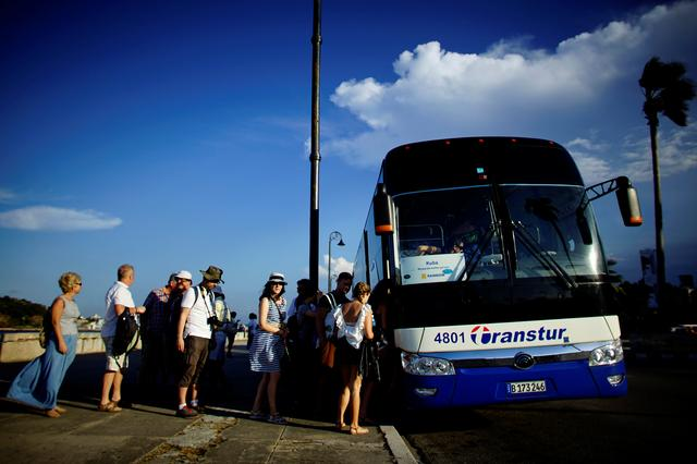 Tourists board a Chinese-made Yutong bus parked at the sea front Malecon in Havana, Cuba, February 6, 2017. REUTERS/Alexandre Meneghini