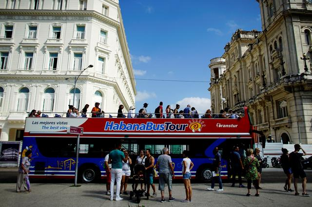 Tourists disembark from a Chinese-made double-decker Yutong bus in Havana, Cuba, February 10, 2017. Picture taken February 10, 2017. REUTERS/Alexandre Meneghini