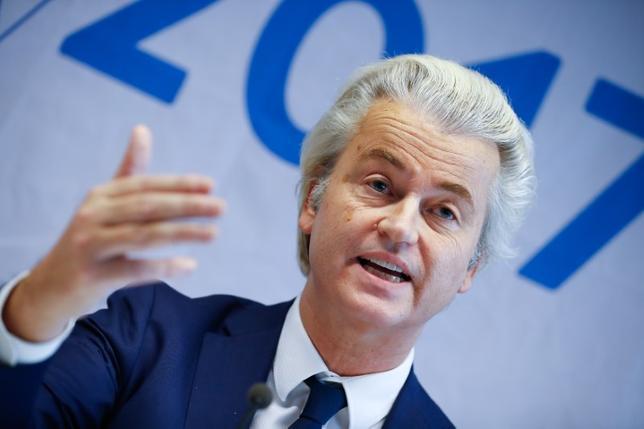 2月14日、3月15日投票のオランダ下院(定数:150)選挙の選挙戦が15日スタートする。各種世論調査では、反ユーロ、反移民、反イスラムを掲げるウィルダース氏(写真)の自由党(PVV)が支持率でトップを走る。写真はドイツのコブレンツで1月撮影(2017年 ロイター/Wolfgang Rattay)