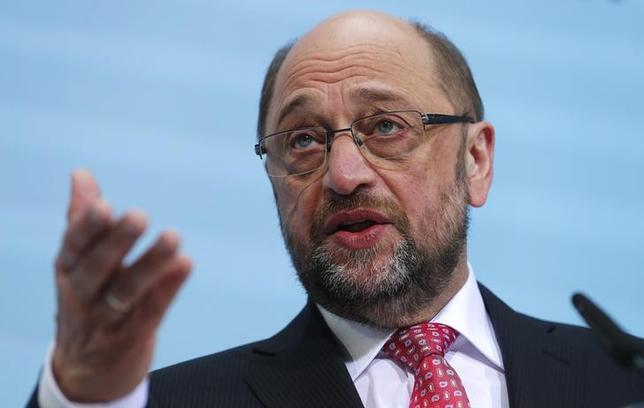 2月15日、今年9月に連邦議会選挙を控えるドイツの世論調査によると、中道左派、社会民主党(SPD)の支持率は31%と、1週間前の調査から横ばいだった。写真は、SPDの首相候補であるシュルツ欧州議会前議長。ベルリンで1月撮影(2017年 ロイター/Fabrizio Bensch)