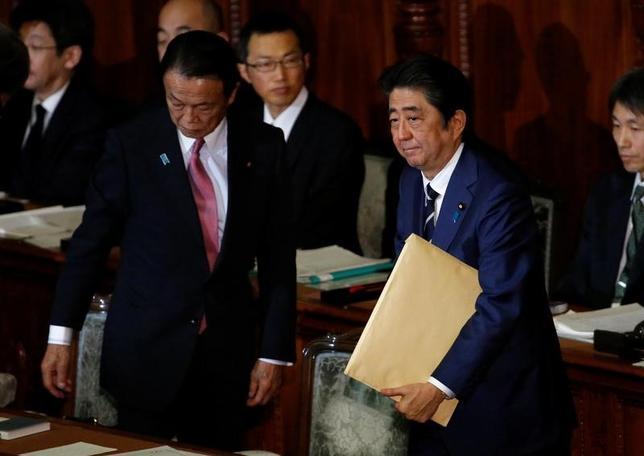 2月15日、安倍晋三首相は経済財政諮問会議で、日本と米国は「力強い世界経済の維持、金融の安定性の確保、雇用機会の増大という利益を共有している」と述べた。1月撮影(2017年 ロイター/Toru Hanai)