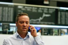 Les principales Bourses européennes ont ouvert en hausse mercredi. À Paris, l'indice CAC 40 progresse de 0,30% vers 8h45 GMT. À Francfort, le Dax gagne 0,50% et, à Londres, le FTSE avance de 0,39%. /Photo prise le 8 décembre 2016/REUTERS/Ralph Orlowski