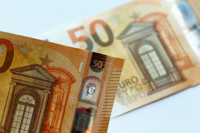 FILE PHOTO: The German Bundesbank presents the new 50 euro banknote at its headquarters in Frankfurt, Germany, July 13, 2016.   REUTERS/Ralph Orlowski/File Photo