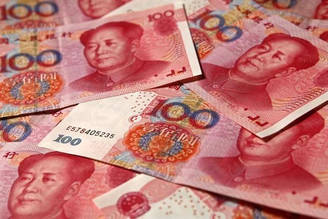 2月16日、中国人民銀行(中央銀行)の朱雋国際局長は、中国証券報とのインタビューに応じ、人民元が大幅な調整に見舞われることはないとの認識を示した。写真は北京で2010年11月撮影(2017年 ロイター/Petar Kujundzic)