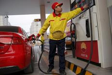 A gas station attendant pumps fuel into a customer's car at PetroChina's petrol station in Beijing, China, March 21, 2016. REUTERS/Kim Kyung-Hoon