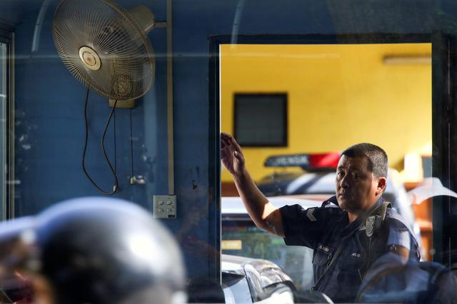 A police officer stands outside the morgue at Kuala Lumpur General Hospital where Kim Jong Nam's body is held for autopsy in Malaysia February 17, 2017. REUTERS/Athit Perawongmetha