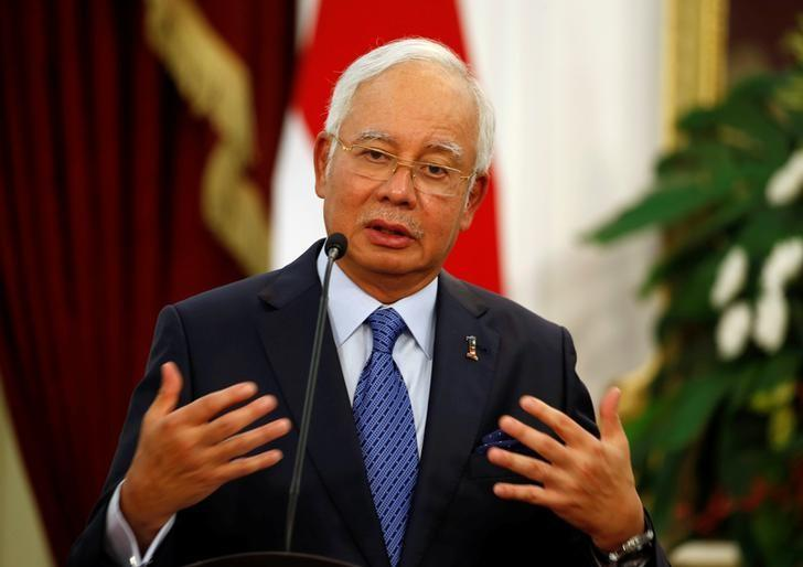 Malaysia's Prime Minister Najib Razak talks to the media beside Indonesia's President Joko Widodo after a bilateral meeting at the Presidential Palace in Jakarta, Indonesia, August 1, 2016. REUTERS/Beawiharta/Files