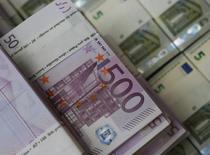 """Les fonds collectés par les plates-formes de """"finance alternative"""" (financements participatifs, prêts en ligne...) ont plus que doublé l'an passé en France pour atteindre 628,8 millions d'euros, contre 296,8 millions en 2015, selon le baromètre annuel du """"crowdfunding"""" KPMG/Financement participatif France publié mardi. /Photo d'archives/REUTERS/Leonhard Foeger"""