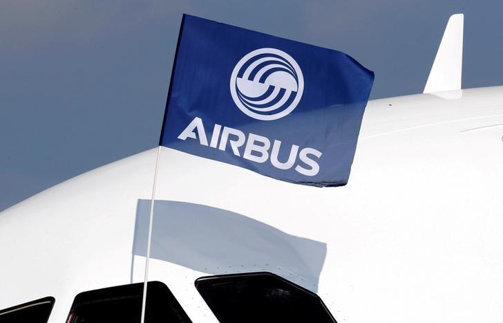 FILE PHOTO:  A flight test engineer holds an Airbus Group flag after the first flight of the Airbus A320neo (New Engine Option) in Colomiers near Toulouse, France, September 25, 2014. REUTERS/Regis Duvignau/File Photo