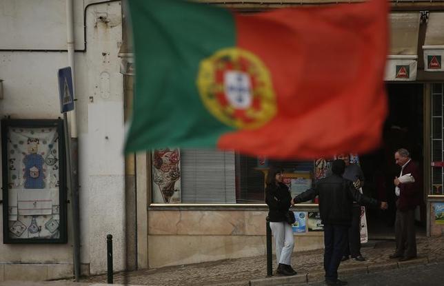 2月21日、ポルトガル中央銀行のデータによると、2016年の公的債務の対国内総生産(GDP)比率は130.5%と、前年の129%から上昇した。写真はリスボンで2013年4月撮影(2017年 ロイター/Rafael Marchante)