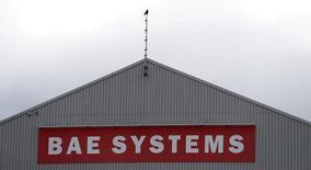BAE Systems anticipe une croissance de son bénéfice de 5% à 10% cette année grâce à une hausse des dépenses militaires des Etats-Unis. Le troisième groupe de défense mondial a par ailleurs dégagé en 2016 un bénéfice par action en hausse de 7% à 40,3 pence, ce qui était prévu. /Photo d'archives/REUTERS/Phil Noble