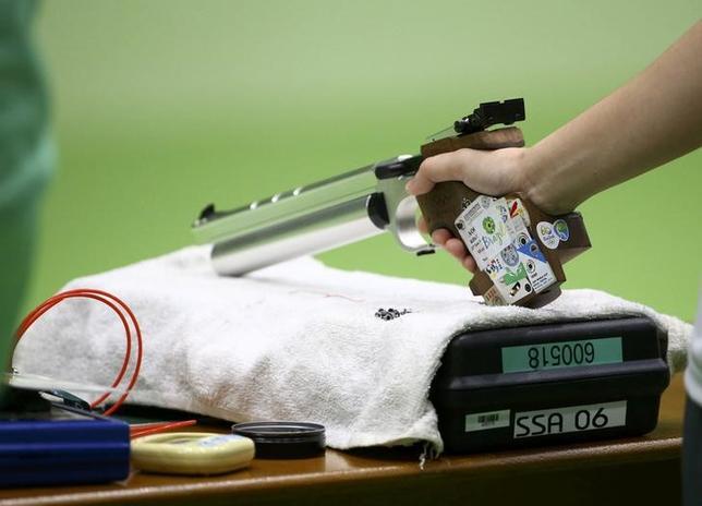 2月23日、国際射撃連盟(ISSF)は、2020年東京五輪の実施種目について、国際オリンピック委員会(IOC)の求める男女平等参加の理念に基づき、エアピストル、エアライフル、トラップの3種目を男女混合で行う案を提案した。2016年8月撮影(2017年 ロイター)