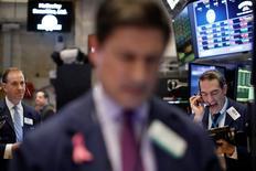 Wall Street a ouvert en baisse vendredi, au lendemain d'un 10e record pour le Dow Jones qui perd, dans les premier échanges, 0,25%. Le S&P-500 recule de 0,37% et le Nasdaq Composite cède 0,47%. /Photo prise le 17 février 2017/REUTERS/Brendan McDermid