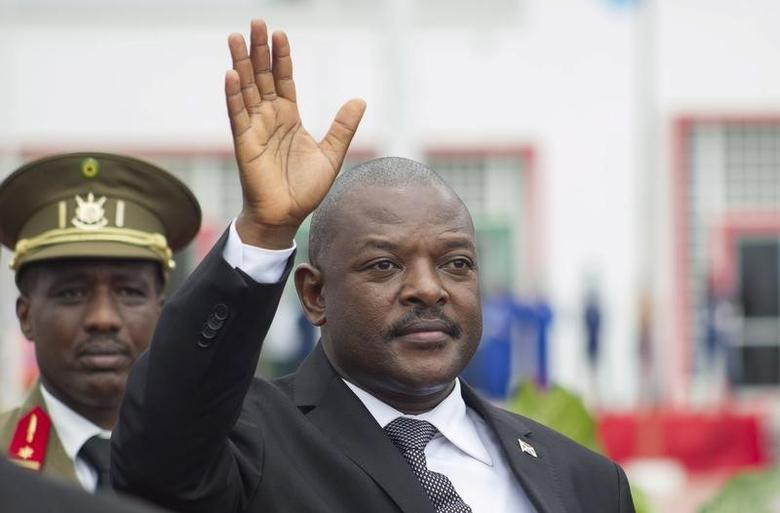 Burundi's President Pierre Nkurunziza bids farewell to his South African counterpart Jacob Zuma at the airport after an Africa Union-sponsored dialogue in an attempt to end months of violence in the capital Bujumbura, February 27, 2016. REUTERS/Evrard Ngendakumana/File Photo