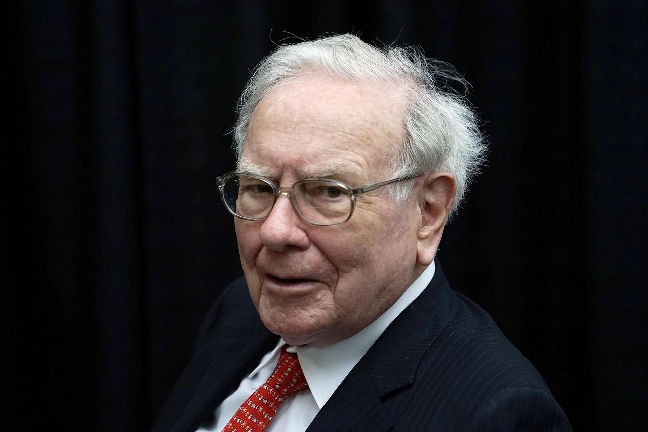 Wondrous Warren Buffett Rails Against Fee Hungry Wall Street Managers Home Interior And Landscaping Ferensignezvosmurscom