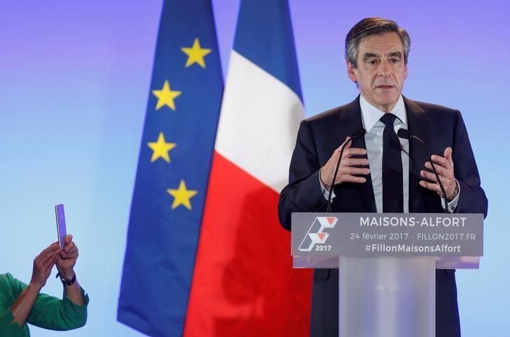 Francois Fillon, former French prime minister, member of the Republicans political party and 2017 presidential election candidate of the French centre-right, attends a campaign rally in Maisons-Alfort, near Paris, France, February 24, 2017. REUTERS/Christian Hartmann