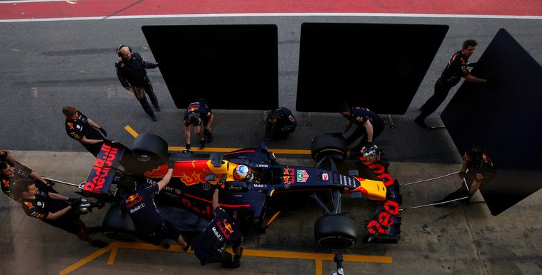 Formula One - F1 - Test session - Barcelona-Catalunya racetrack in Montmelo, Spain - 27/2/17. Red Bull's Red Daniel Ricciardo does a pit-stop. REUTERS/Albert Gea