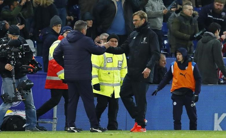 Britain Football Soccer - Leicester City v Liverpool - Premier League - King Power Stadium - 27/2/17 Leicester City caretaker manager Craig Shakespeare shakes hands with Liverpool manager Juergen Klopp after the game Action Images via Reuters / Jason Cairnduff Livepic