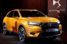 PSA a dévoilé mardi à Paris sa DS7 Crossback, un SUV compact qui inaugure la nouvelle génération de modèles d'une marque toujours à la recherche de sa place dans le cercle très fermé du haut de gamme automobile. /Photo prise le 28 février 2017/REUTERS/Charles Platiau