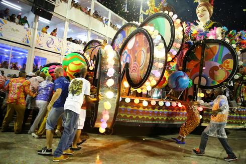 Rio's Carnival marred by float accidents