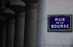 Les Bourses européennes évoluent en nette hausse mercredi. Vers 9h26 GMT, le CAC 40 gagne 1,36%, le Dax progresse de 1,31% et le FTSE avance de 0,76%. /Photo d'archives/REUTERS/Christian Hartmann