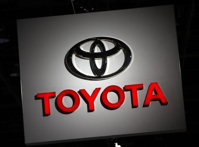 3月1日、トヨタ自動車が新たな役員体制を発表した。社外を含む取締役の人数を現在の11人から9人に減らし、意思決定の迅速化や経営の監督機能を強化する。デトロイトで1月撮影(2017年 ロイター/Mark Blinch)