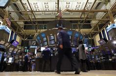 La Bourse de New York a fini mercredi en hausse de 1,44%, l'indice Dow Jones franchissant pour la première fois les 21.000 points pour finir sur un gain de 300,26 points à 21.112,50. /Photo d'archives/REUTERS/Brendan McDermid