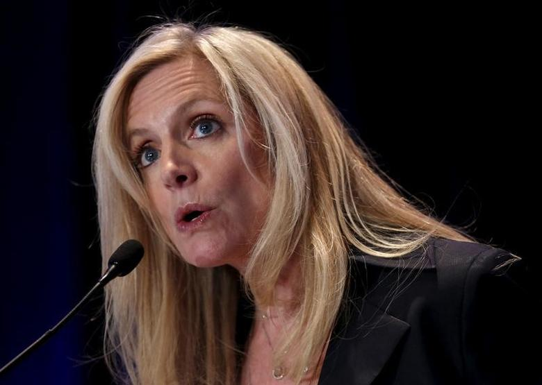 FILE PHOTO - Federal Reserve Governor Lael Brainard delivers remarks on ''Coming of Age in the Great Recession'' at the Federal Reserve's ninth biennial Community Development Research Conference focusing on economic mobility in Washington, DC, U.S. on April 2, 2015. REUTERS/Yuri Gripas/File Photo