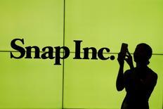 L'action Snap Inc, dont le prix d'introduction en Bourse a été fixé à 17 dollars, a bondi de près de 50% pour toucher un sommet à plus de 25 dollars jeudi au premier jour de cotation à Wall Street. /Photo prise le 2 mars 2017/REUTERS/Lucas Jackson