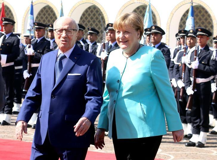 Tunisia's President Beji Caid Essebsi (L) and German Chancellor Angela Merkel walk past a guard of honour at Carthage Palace in Tunis, Tunisia, March 3, 2017. REUTERS/Zoubeir Souissi