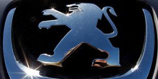 PSA et General Motors ont trouvé un accord sur l'acquisition par le groupe automobile français de la filiale européenne de GM, Opel/Vauxhall. Samedi, PSA et GM ont annoncé qu'une conférence de presse serait organisée lundi matin à 9h15 (8h15 GMT) au siège du constructeur français, sans plus de précisions. /Photo d'archives/REUTERS/Vincent Kessler
